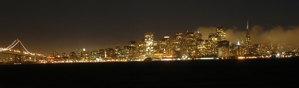 Sanfranciscoskylineonfoggynight