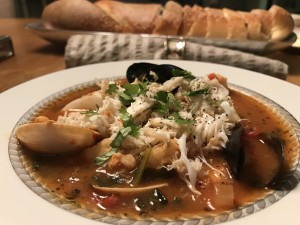 The Party Girl Diet Cioppino is a Super Healthy Dish to Serve a Crowd!